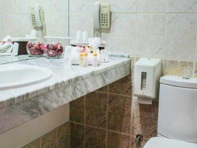 Тоалетна и принадлежности в хотел