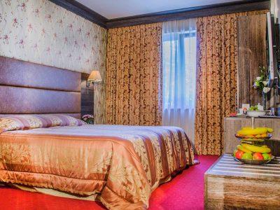 Легло в двойна стая на хотел Двореца