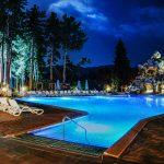 Нощно осветление на минерален басейн и летен бар в хотел Двореца