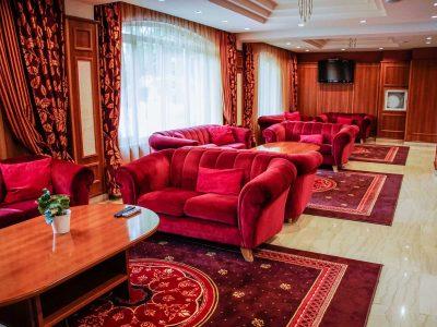 Дивани в Лоби зала на хотел Двореца